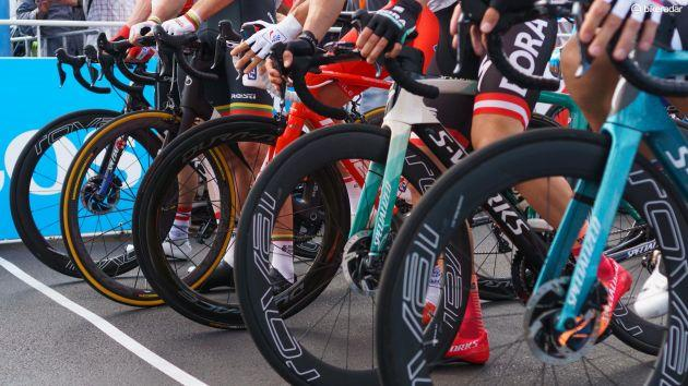 http://www.cyclingnews.com/features/what-groupsets-tyres-and-pedals-do-worldtour-teams-use/