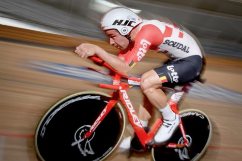 https://www.cyclingweekly.com/news/racing/victor-campenaerts-sets-new-uci-hour-record-420347