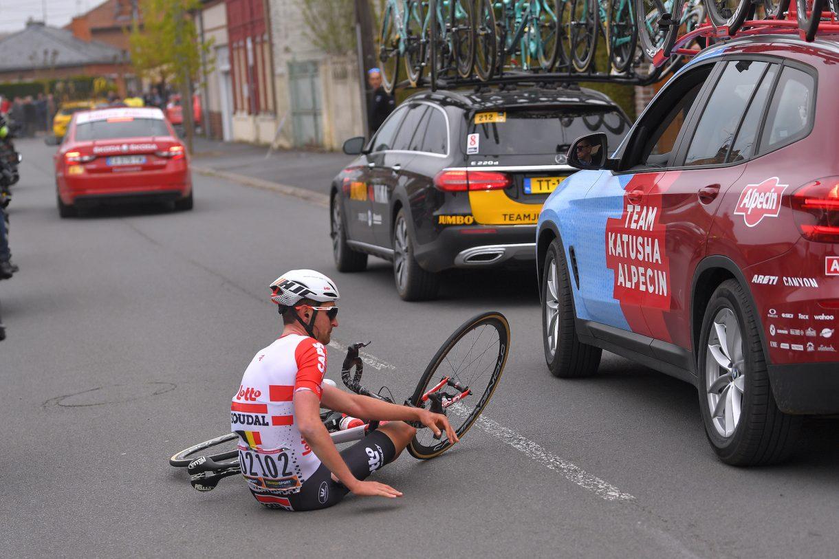 https://www.cyclingweekly.com/news/racing/tiesj-benoot-suffers-broken-collarbone-paris-roubaix-collision-rival-team-car-420050