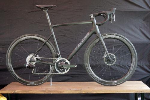 https://bikerumor.com/2019/04/14/fezzari-empire-sl-breaks-the-mold-for-lightweight-disc-brake-road-bikes/