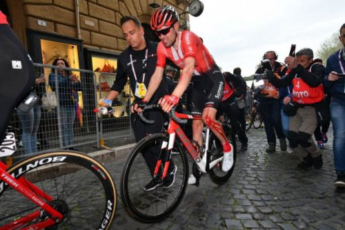 http://www.cyclingnews.com/news/tom-dumoulins-giro-ditalia-in-the-balance-after-crash-on-stage-4/