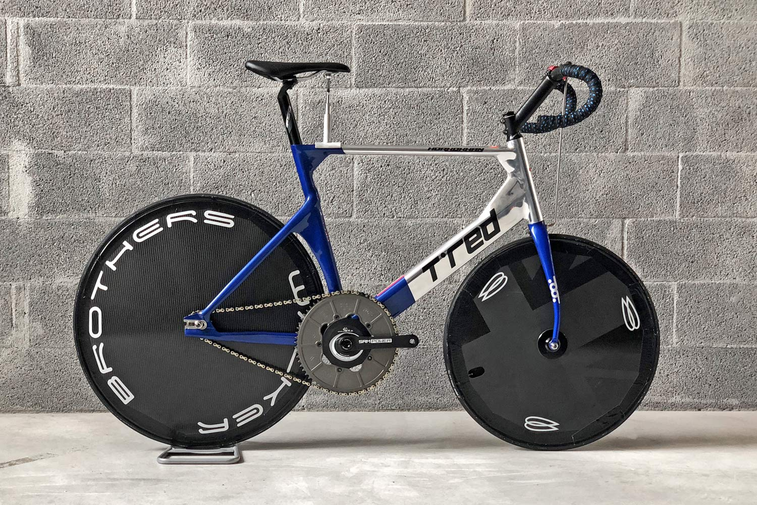 https://bikerumor.com/2019/08/20/tred-horkokhan-slips-in-modern-aero-alloy-stayer-bike-for-motor-paced-track-racing/