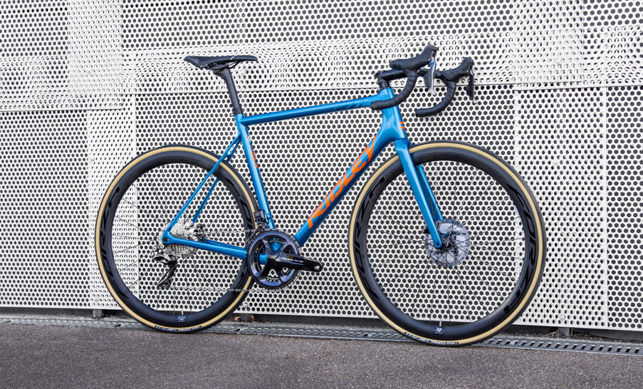 https://bikerumor.com/2019/10/22/ridley-helium-slx-disc-adds-disc-brakes-loses-external-cables-for-better-aerodynamics/