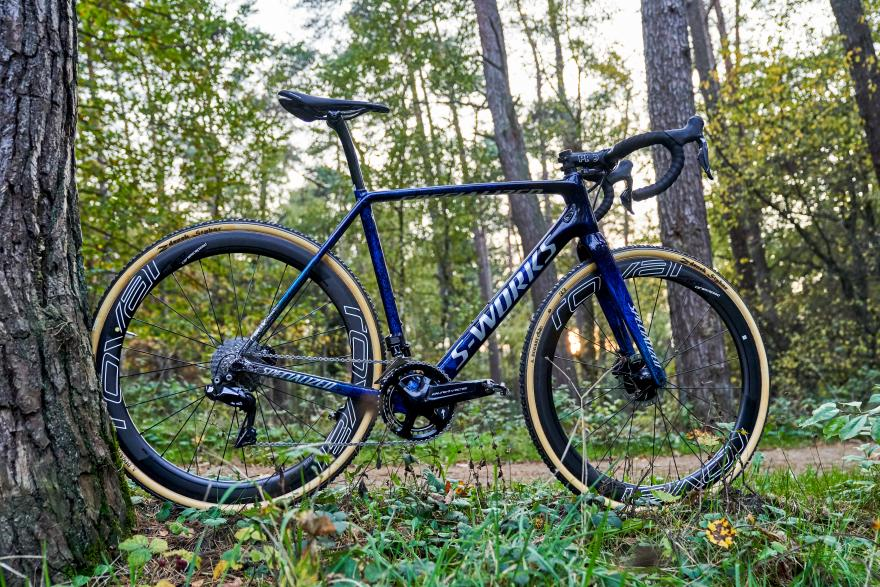 https://road.cc/content/tech-news/268433-zdenek-stybar-returns-cyclo-cross-and-his-new-specialized-crux-gorgeous