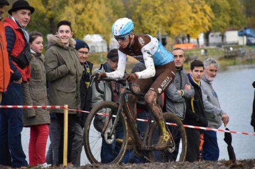https://www.lamontagne.fr/cournon-d-auvergne-63800/sports/romain-bardet-s-est-amuse-au-cyclo-cross-de-cournon_13691584/?fbclid=IwAR1kiz82jkPZZ43dFFe-uD1g9ugmQMhBtYl_OamMGEm7AxWek8yHWpgQLoI#refresh
