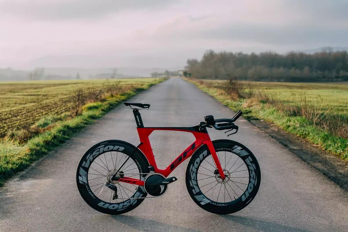 https://bikerumor.com/2020/02/11/bh-aerolight-disc-cheats-wind-for-triathletes-adds-disc-brakes-hidden-cables/