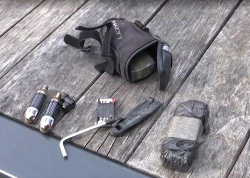 https://sporza.be/nl/2020/06/11/hoe-zelfredzaam-is-campenaerts-op-training-achterlicht-waarschuwt-voor-snelle-auto-s~1591870266213/