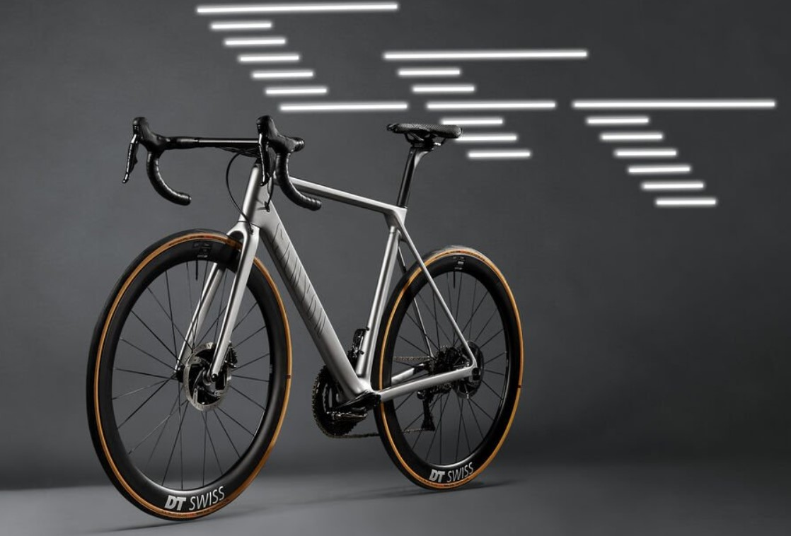https://www.canyon.com/ja-jp/road-bikes/race/ultimate/ultimate-cfr/