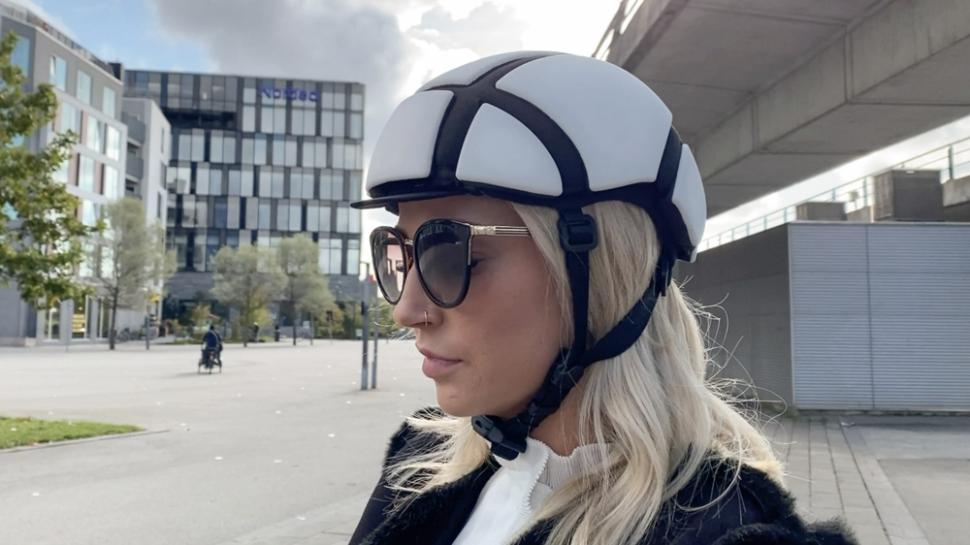 https://www.indiegogo.com/projects/newton-rider-the-bicycle-helmet-like-no-other#/